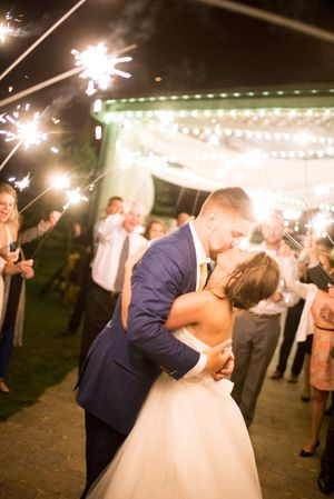 Chelsea_Walker_Red_Cliff_Ranch_Heber_City_Utah_Sparkler_Sendoff_Departure_Kiss.jpg
