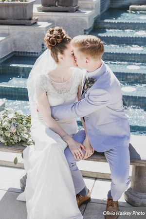 Lexie_Neil_Utah_State_Capitol_Salt_Lake_City_Utah_Bride_Groom_Kissing_on_Bench_Bountiful_Temple.jpg