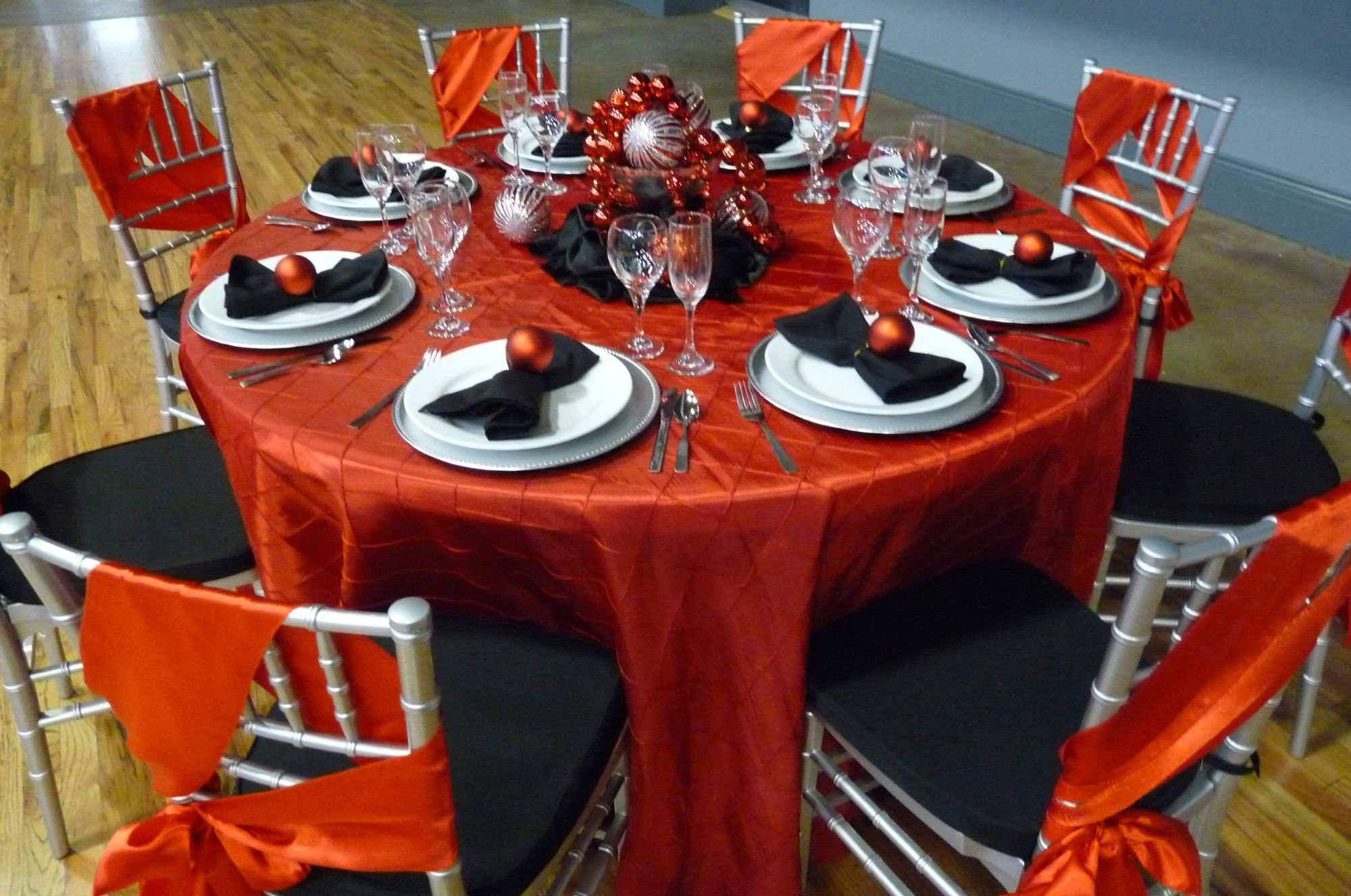 Infinity_Event_Corporate_Holiday_Parties_Christmas Table Decor 2.jpg