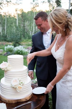 Evelyn_Kevin_Park_City_Utah_Cutting_Cake.jpg