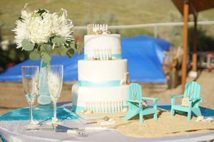 Aspyn_Steven_Bear_Lake_Utah_Seafoam_Accented_Wedding_Cake.jpg