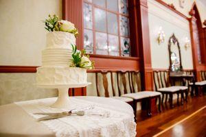 Shauna_Blake_Northampton_House_American_Fork_Utah_Floral_Decked_Wedding_Cake.jpg