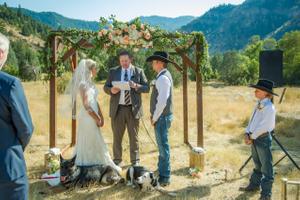 Kristin_Haven_Blacksmith_Fork_Canyon_Wedding_Ceremony_Wood_Arch_Backgrouind.jpg