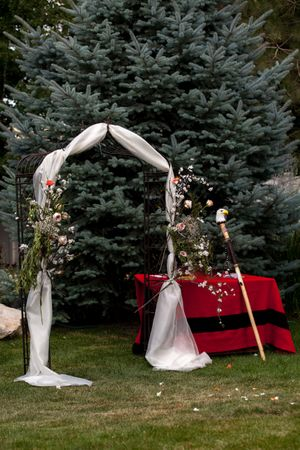 Natalie_Brad_South_Jordan_Utah_Decorated_Arch.jpg