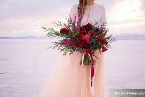Salt_Air_Wedding_Shoot_Saltair_Resort_Salt_Lake_City_Utah_Bridal_Bouquet_Detail.jpg