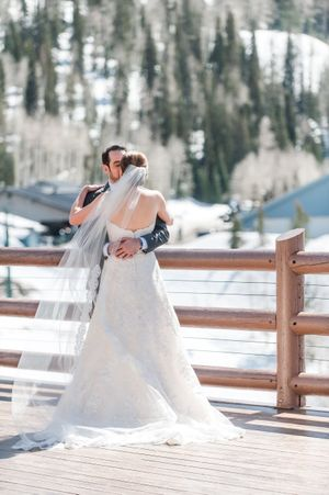 Ilana_Dave_Stein_Eriksen_Lodge_Deer_Valley_Park_City_Utah_First_Look_Embrace.jpg