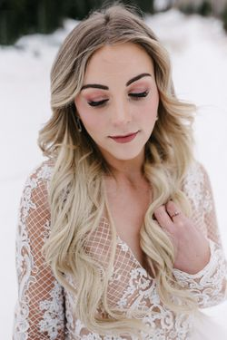 Rocky_Mountain_Bride_Winter_Elopement_Deer_Valley_Empire_Lodge_Deer_Valley_Resort_Park_City_Utah_Bride_Close_Up.jpg