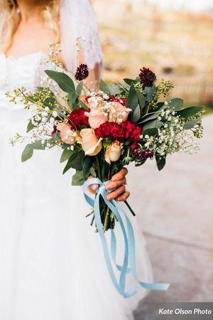 Modern_Vintage_Wedding_Zermatt_Resort_Midway_Utah_Styled_Zermatt_Resort_Colorful_Bouquet.jpg