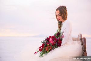 Salt_Air_Wedding_Shoot_Saltair_Resort_Salt_Lake_City_Utah_Bride_Holding_Bouquet_on_Swan_Fainting_Couch.jpg
