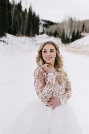 Rocky_Mountain_Bride_Winter_Elopement_Deer_Valley_Empire_Lodge_Deer_Valley_Resort_Park_City_Utah_Smiling_Bride.jpg