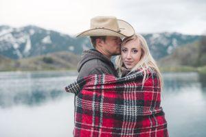 Kristin_Haven_Blacksmith_Fork_Canyon_Hyrum_Utah_Couple_Wrapped_in_Blanket.jpg