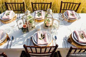Charming_Barn_Wedding_Quiet_Meadow_Farms_Mapleton_Utah_Wood_Flower_Stylish_Table.jpg