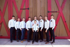 Tori_Sterling_Quiet_Meadow_Farms_Mapleton_Utah_Bride_Groom_Groomsmen_Barn_Door.jpg