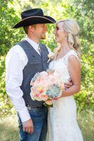 Kristin_Haven_Blacksmith_Fork_Canyon_Hyrum_Utah_Couple_With_Bridal_Bouquet.jpg