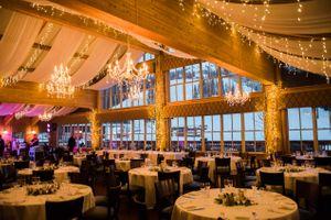Julia_Mark_Silver_Lake_Lodge_Deer_Valley_Resort_Park_City_Utah_Chandelier_Lit_Dinner_Tables.jpg