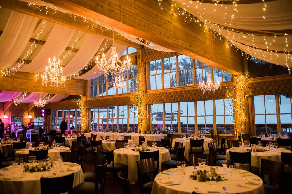 Julia_Mark_Silver_Lake_Lodge_Deer_Valley_Resort_Park_City_Utah_Chandelier_Lit_Dinner_Tables.jpg
