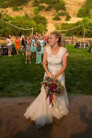 Tori_Sterling_Quiet_Meadow_Farms_Mapleton_Utah_Bride_Tosses_the_Bouquet.jpg