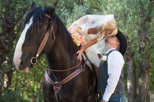 Kristin_Haven_Blacksmith_Fork_Canyon_Hyrum_Utah_Bride_On_Horse_Kissing_Groom.jpg