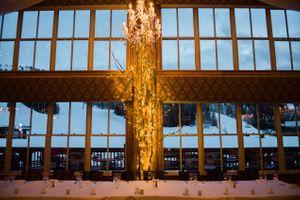 Julia_Mark_Silver_Lake_Lodge_Deer_Valley_Resort_Park_City_Utah_Chandelier_Lighted_Tree.jpg