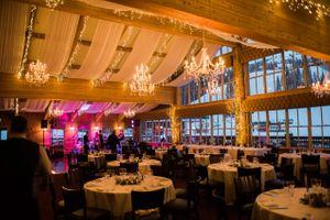 Julia_Mark_Silver_Lake_Lodge_Deer_Valley_Resort_Park_City_Utah_Chandelier_Lit_Dinner_Area.jpg