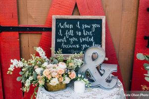 Charming_Barn_Wedding_Quiet_Meadow_Farms_Mapleton_Utah_Vignette_Table.jpg