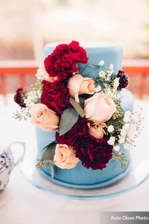 Modern_Vintage_Wedding_Styled_Zermatt_Resort_Midway_Utah_Floral_Decorate_Wedding_Cake.jpg