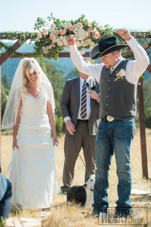 Kristin_Haven_Blacksmith_Fork_Canyon_Hyrum_Utah_Couple_Married!.jpg