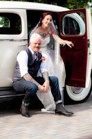 Natalie_Brad_South_Jordan_Utah_Couple_Antique_Car.jpg
