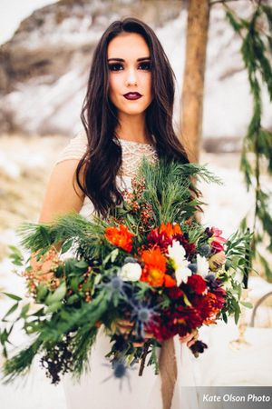Romantic_Winter_Shoot_Bride_Clasping_Gorgeous_Flowers.jpg