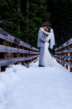 Shauna_Blake_Northampton_House_American_Fork_Utah_Bride_Groom_Kissing_Bridge.jpg