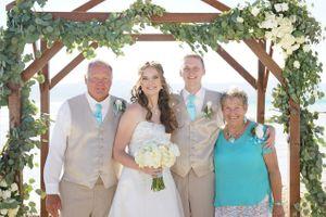 Aspyn_Steven_Bear_Lake_Utah_Family_Picture.jpg