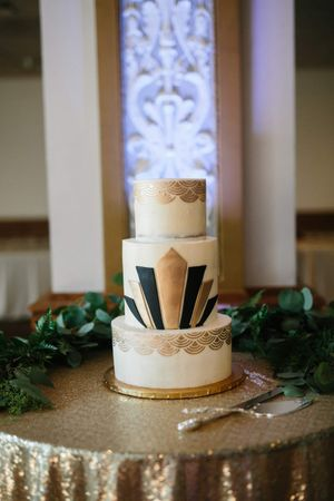 Chloe_Austin_Ben_Lomond_Suites_Ogden_Utah_Great_Gatsby_Gatsbyesque_Wedding_Cake.jpg