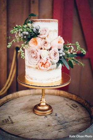 Charming_Barn_Wedding_Quiet_Meadow_Farms_Mapleton_Utah_Flower-Adorned_Wedding_Cake.jpg