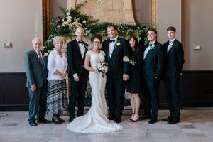 Chloe_Austin_Ben_Lomond_Suites_Ogden_Utah_Great_Gatsby_Family_Formals.jpg