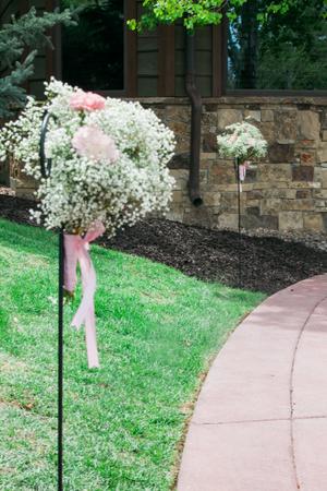 Katelyn_David_Baby_Breath_Pink_Carnation_Entranceway.jpg
