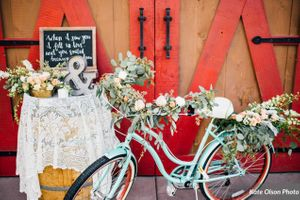 Charming_Barn_Wedding_Quiet_Meadow_Farms_Mapleton_Utah_Flower-Decked_Bicycle_Vignette_Table.jpg