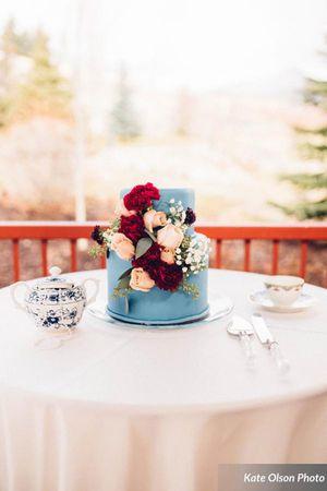 Modern_Vintage_Wedding_Styled_Zermatt_Resort_Midway_Utah_Elegant_Floral_Cake.jpg