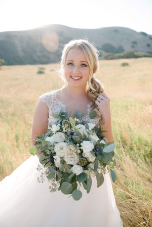Tasha_Chip_Salt_Lake_City_Utah_Bride_in_Field_with_Beautiful_White_Rose_Bouquet.jpg