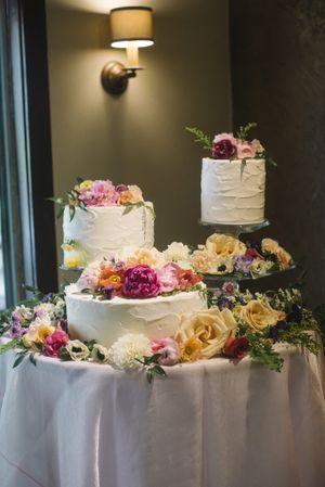 Claire_Scott_Millcreek_Inn_Salt_Lake_City_Utah_Wedding_Cakes_Festooned_With_Bright_Flowers.jpg
