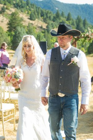 Kristin_Haven_Blacksmith_Fork_Canyon_Hyrum_Utah_Bride_Groom_Leaving_Ceremony.jpg