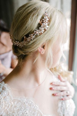 Tasha_Chip_Salt_Lake_City_Utah_Beautiful_Flower_Garland_in_Brides_Hair.jpg