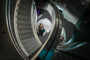 Katelyn_David_Park_City_Utah_Spiral_Staircase_Kiss.jpg