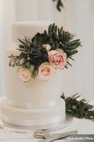 Lexie_Neil_Utah_State_Capitol_Salt_Lake_City_Utah_Wedding_Cake_Greenery_Coral_Roses.jpg
