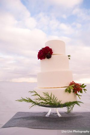 Salt_Air_Wedding_Shoot_Saltair_Resort_Salt_Lake_City_Utah_Floral_Accented_Cake.jpg