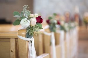 Tina_Dan_Snowbird_Resort_Snowbird_Utah_Flower_Decked_Pews.jpg