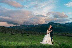 Katelyn_David_Park_City_Utah_Couple_Embrace_Sunset.jpg
