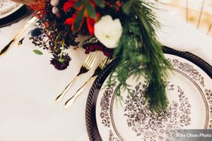 Romantic_Winter_Shoot_Vivid_Flowers_Classic_Setting.jpg