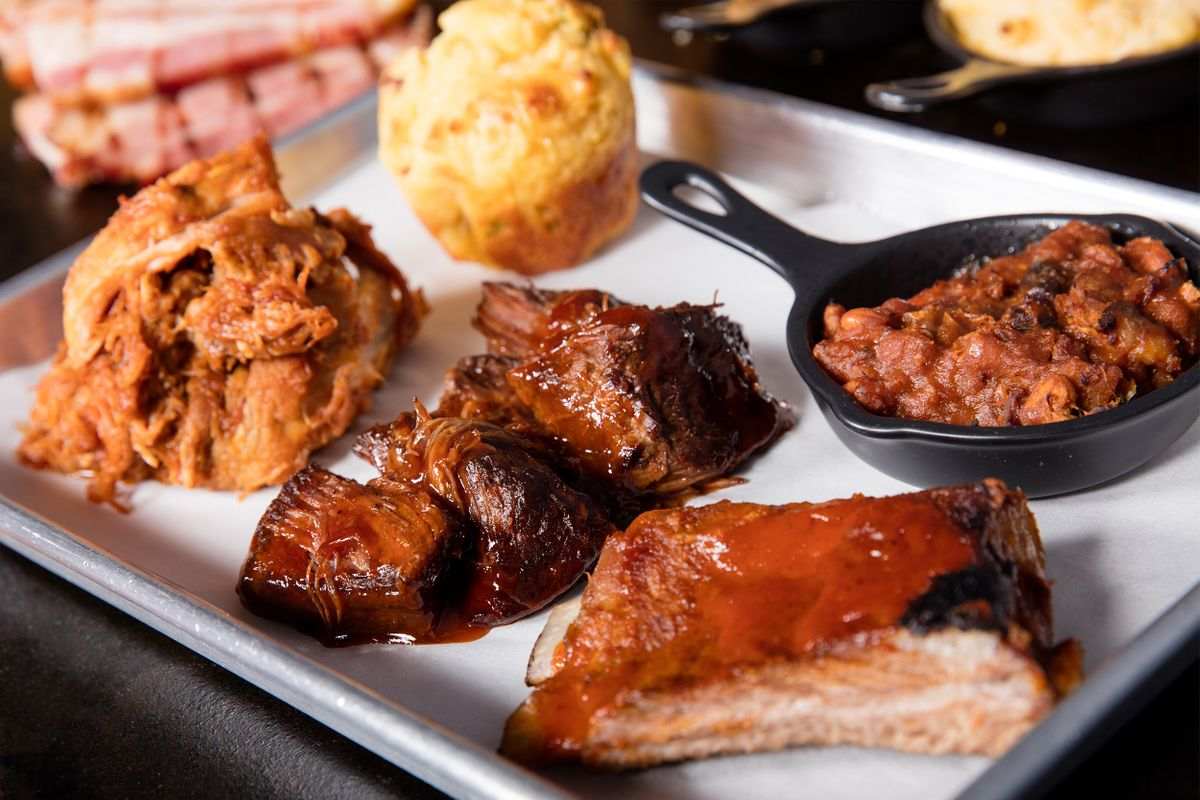 BBQ Sampler with sauces
